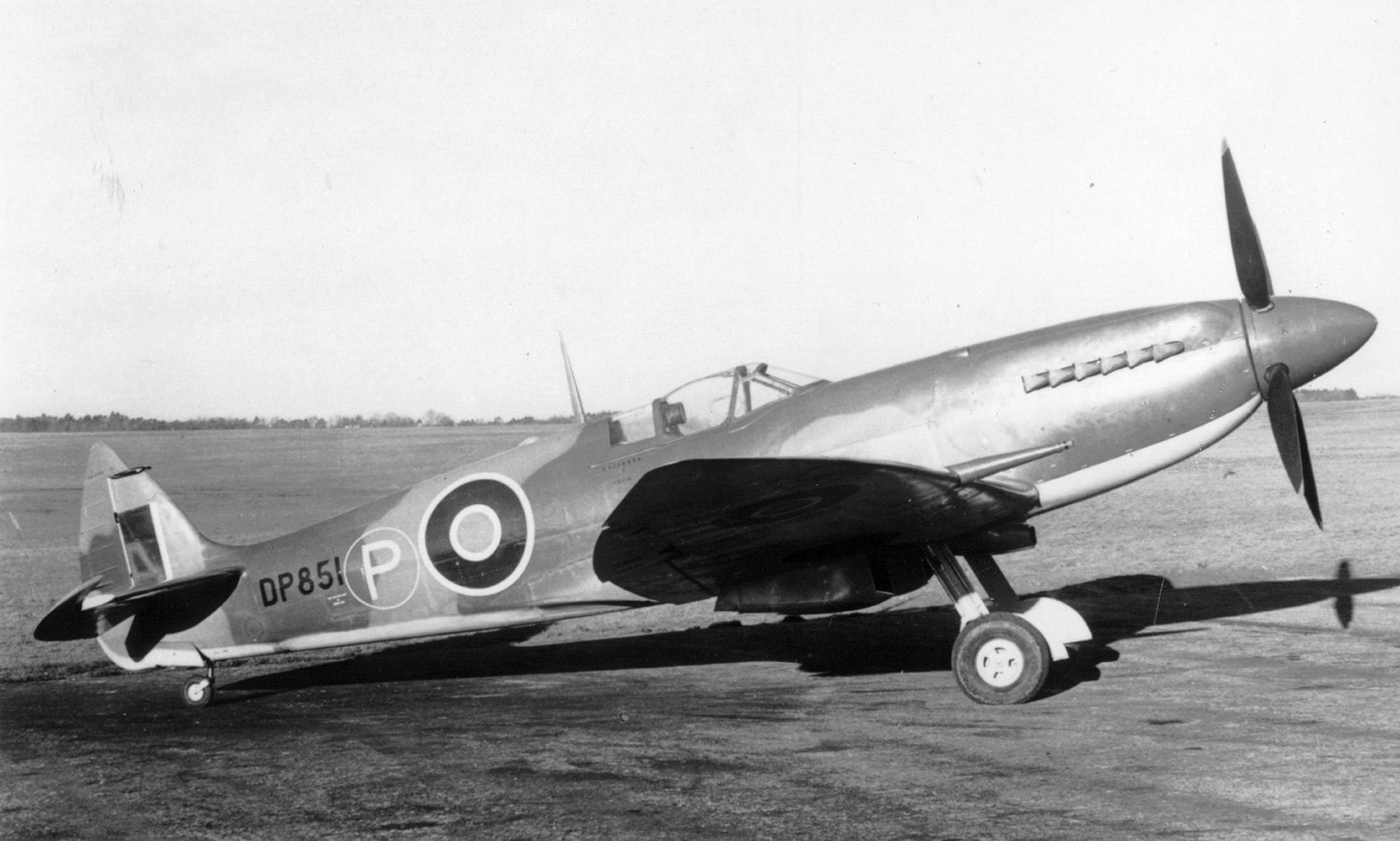 Spitfire 4 Prototype Mk21 DP851 England 1942 01