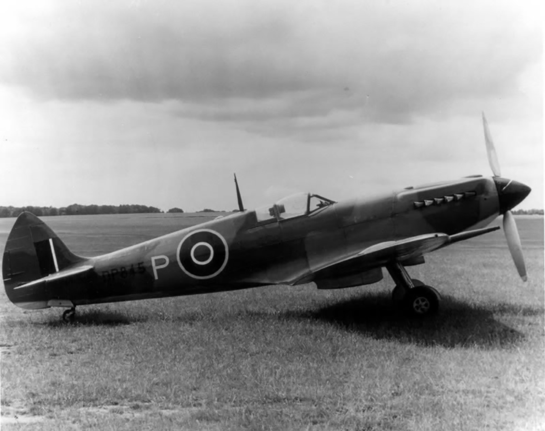 Spitfire 4V Prototype DP845 as the first Griffon Spitfire 03
