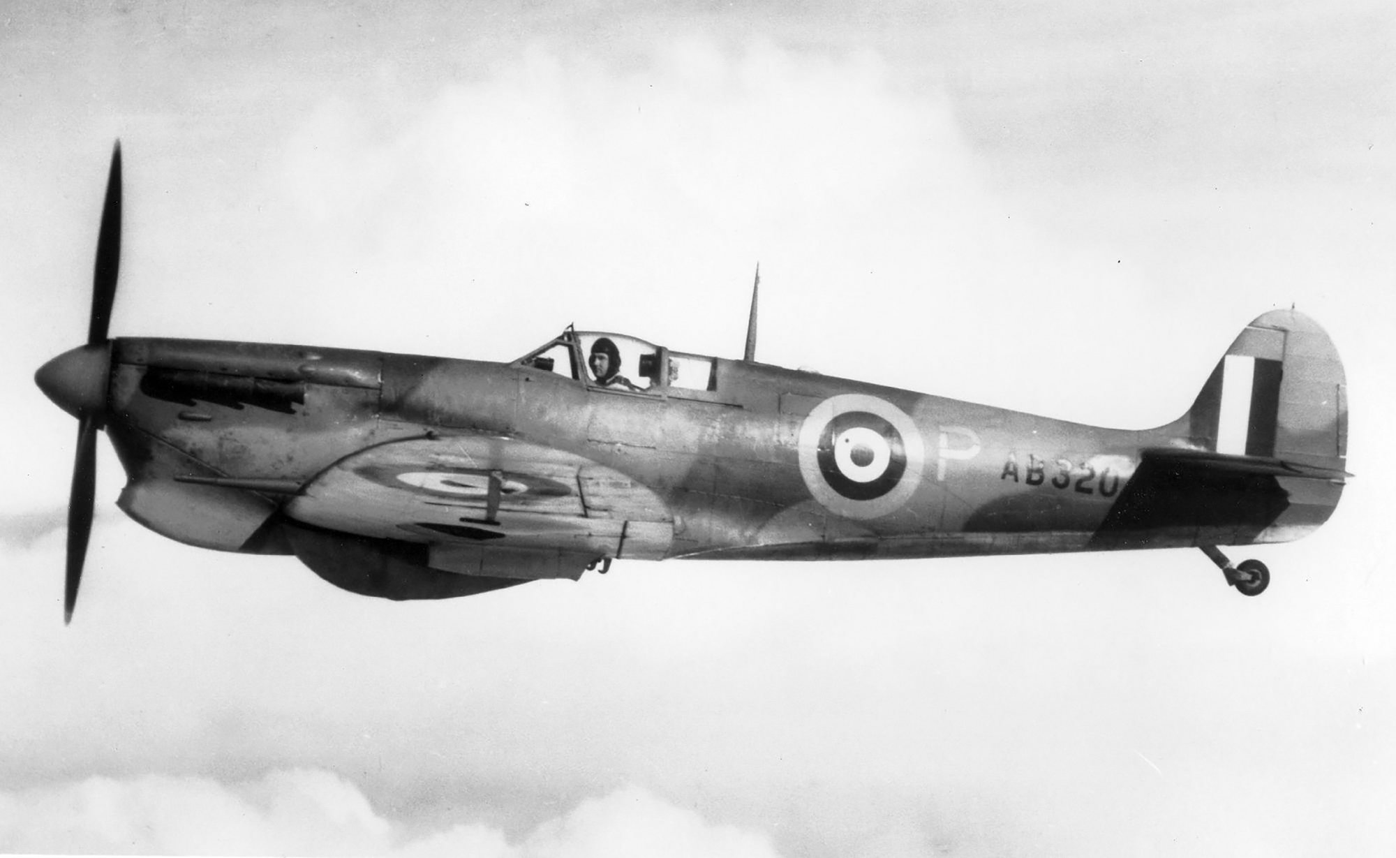 Spitfire 5b Trop Proyotype AB320 during air trials 01