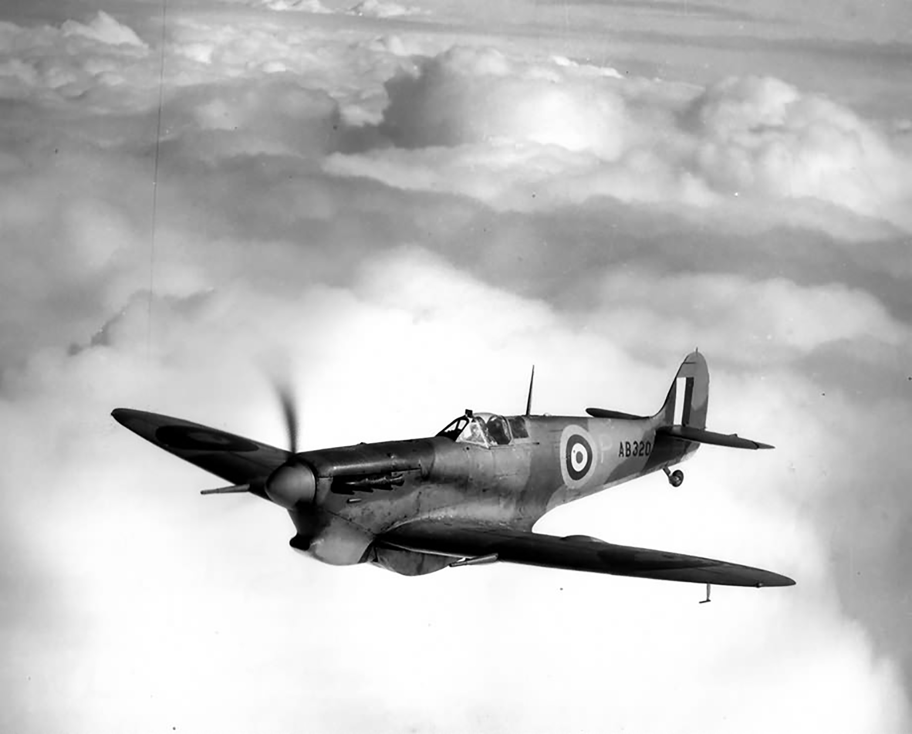 Spitfire 5b Trop Proyotype AB320 during air trials 1942 01