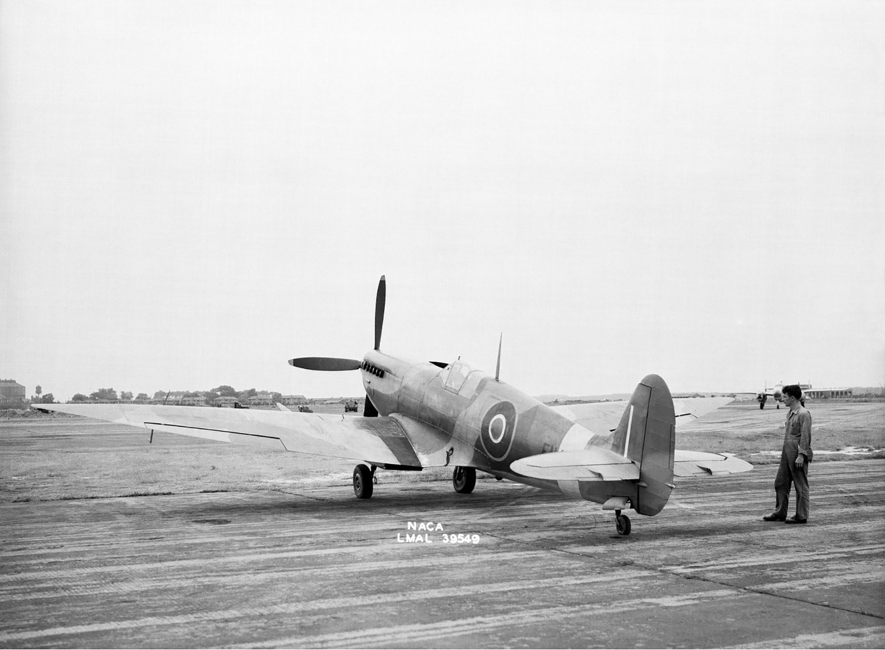 Spitfire 7 Langley USA 1944 01