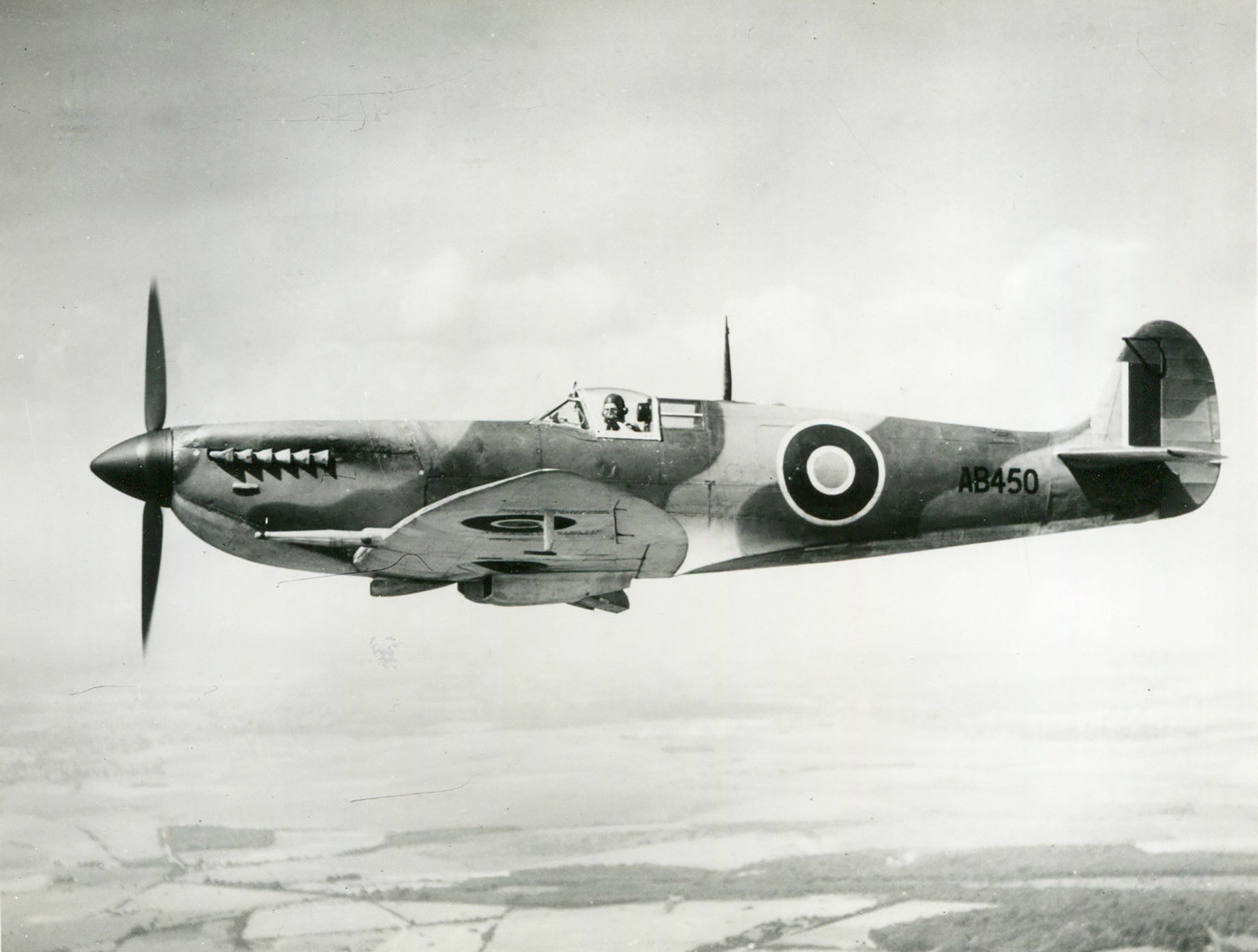 Spitfire 7 Proyotype AB450 1942 01