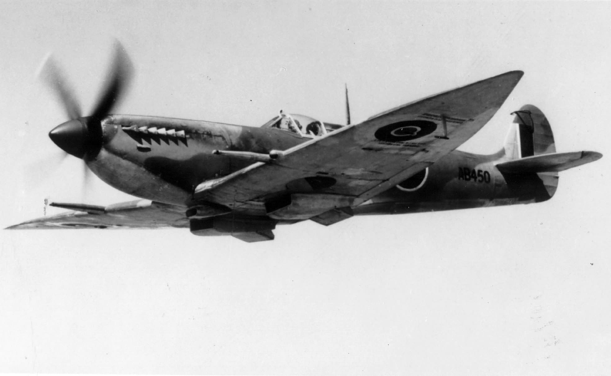 Spitfire 7 Proyotype AB450 1942 02