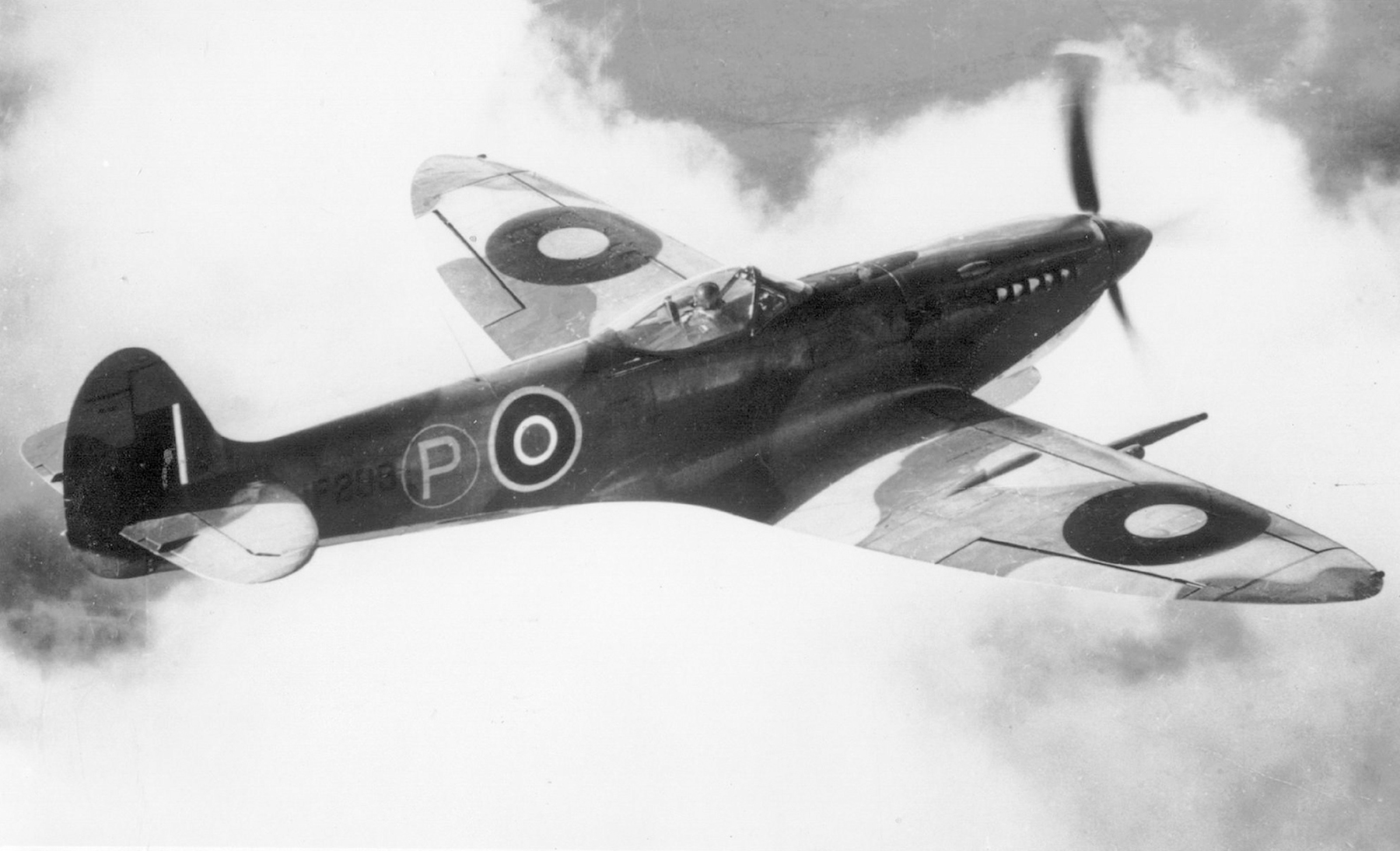 Spitfire 8 Proyotype JF299 during air trials 01