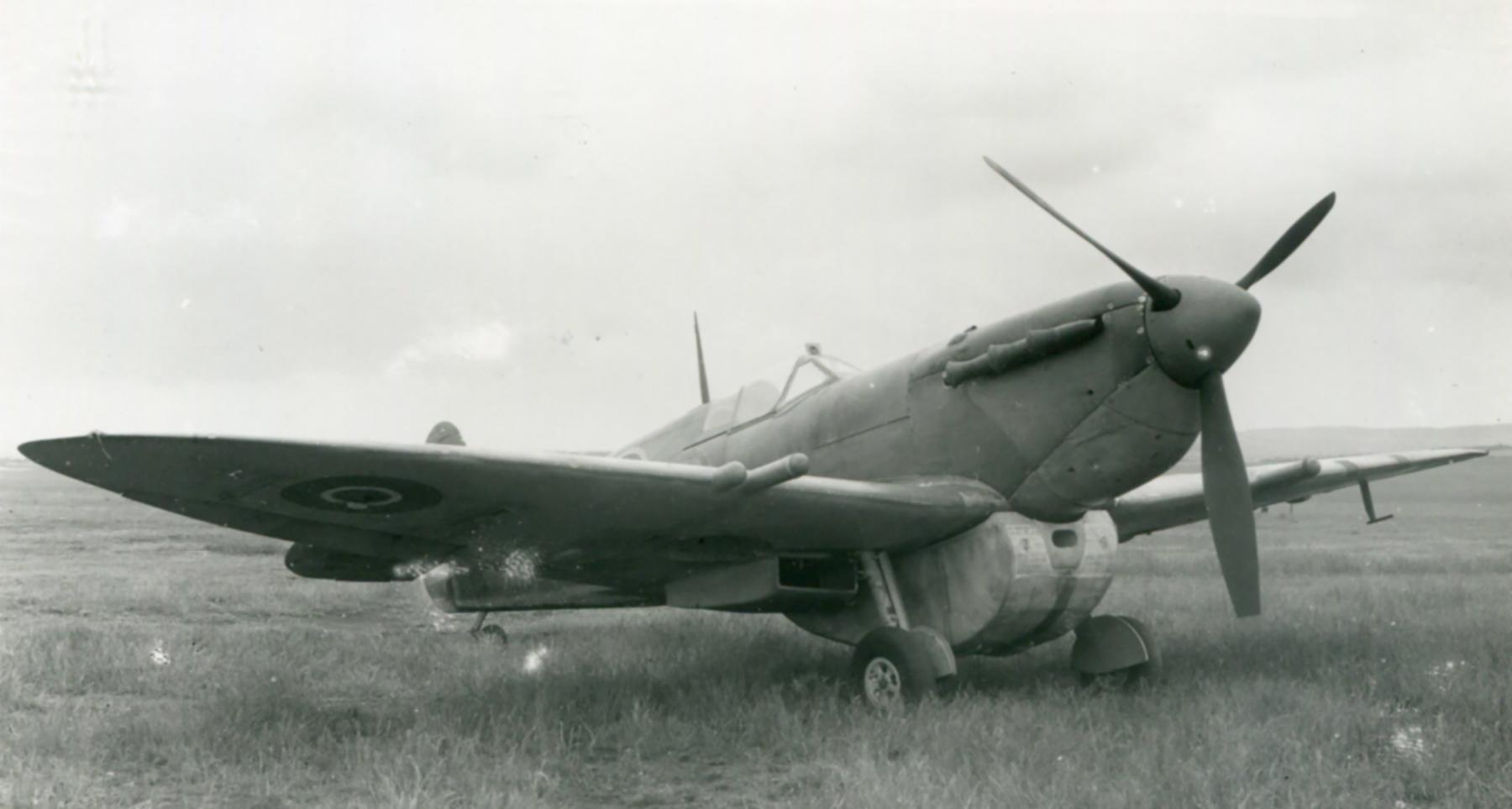 Spitfire 8 Proyotype trials England 01