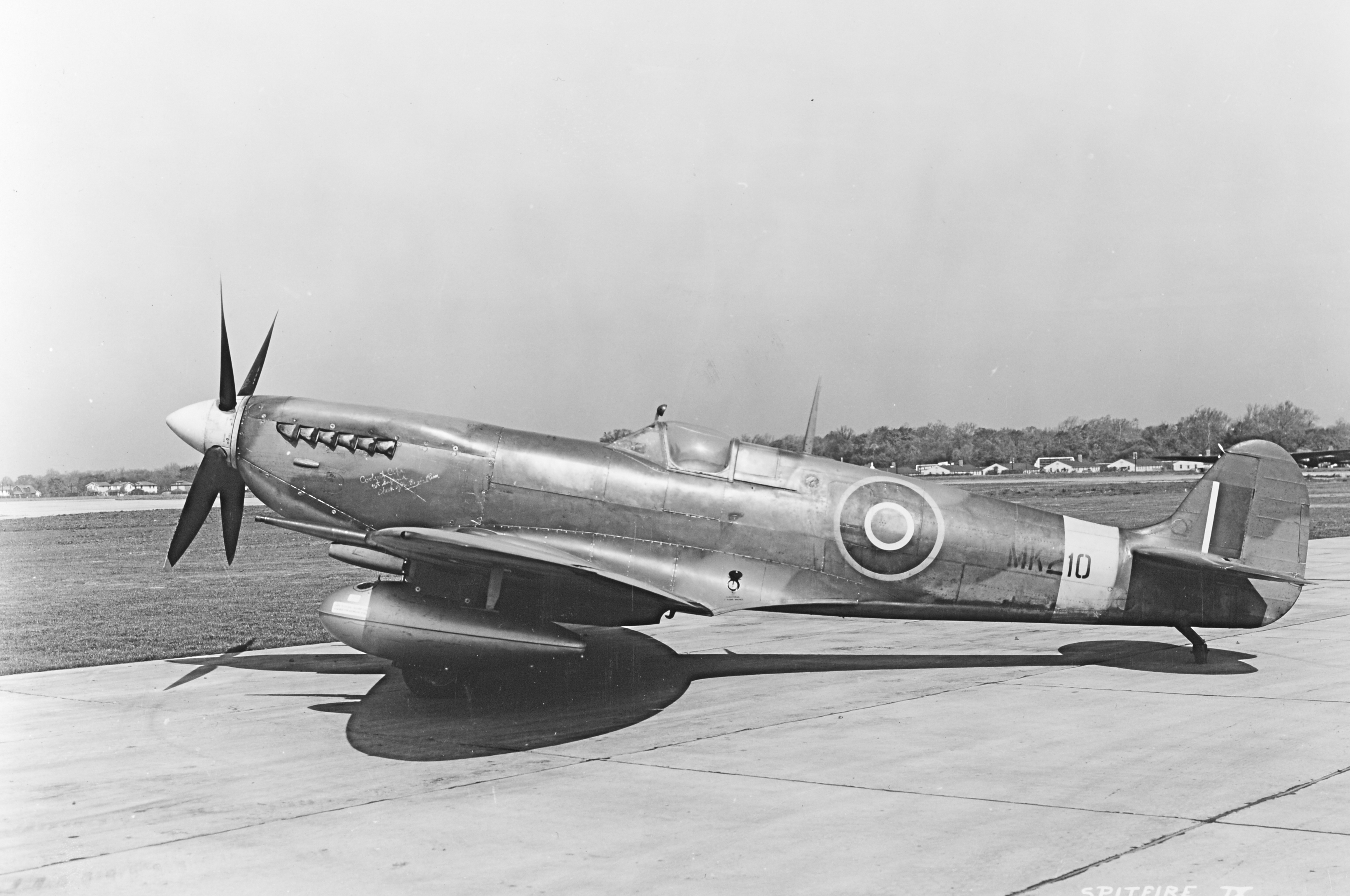 Spitfire 9 MK210 with 108 gallon US droptanks and internal tank 04