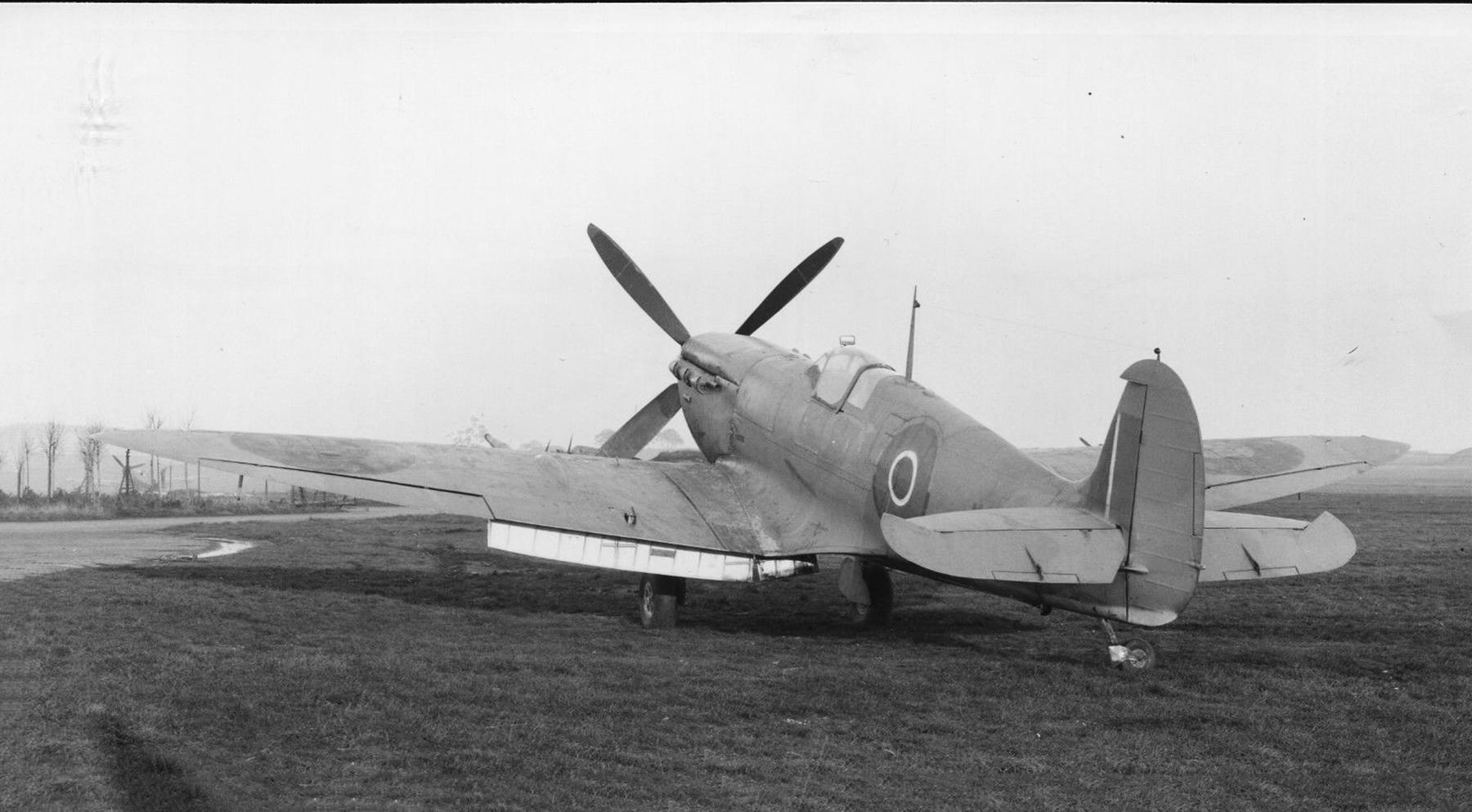Spitfire 9 Proyotype trials England 04