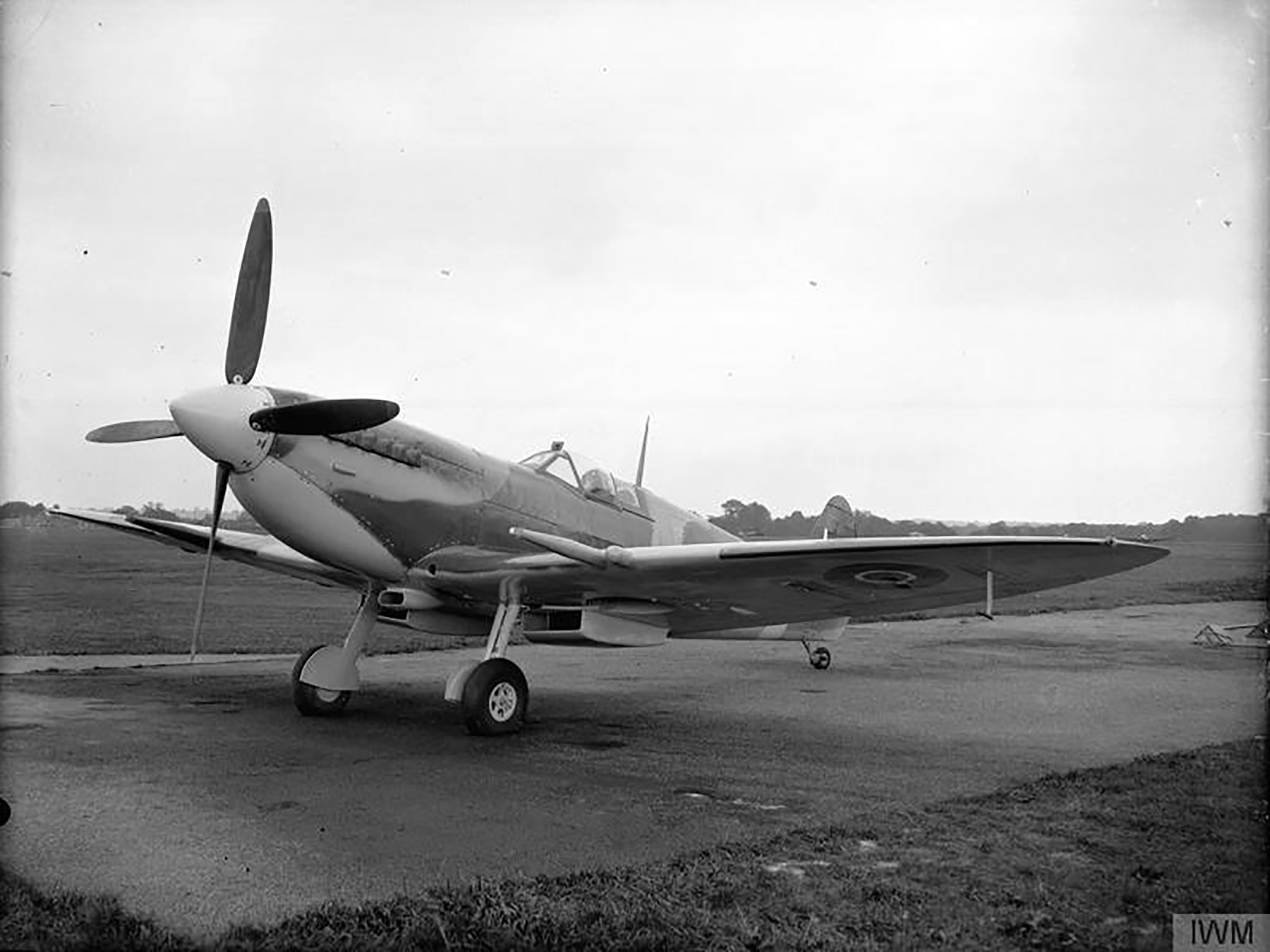 Spitfire 9 Proyotype trials England 05