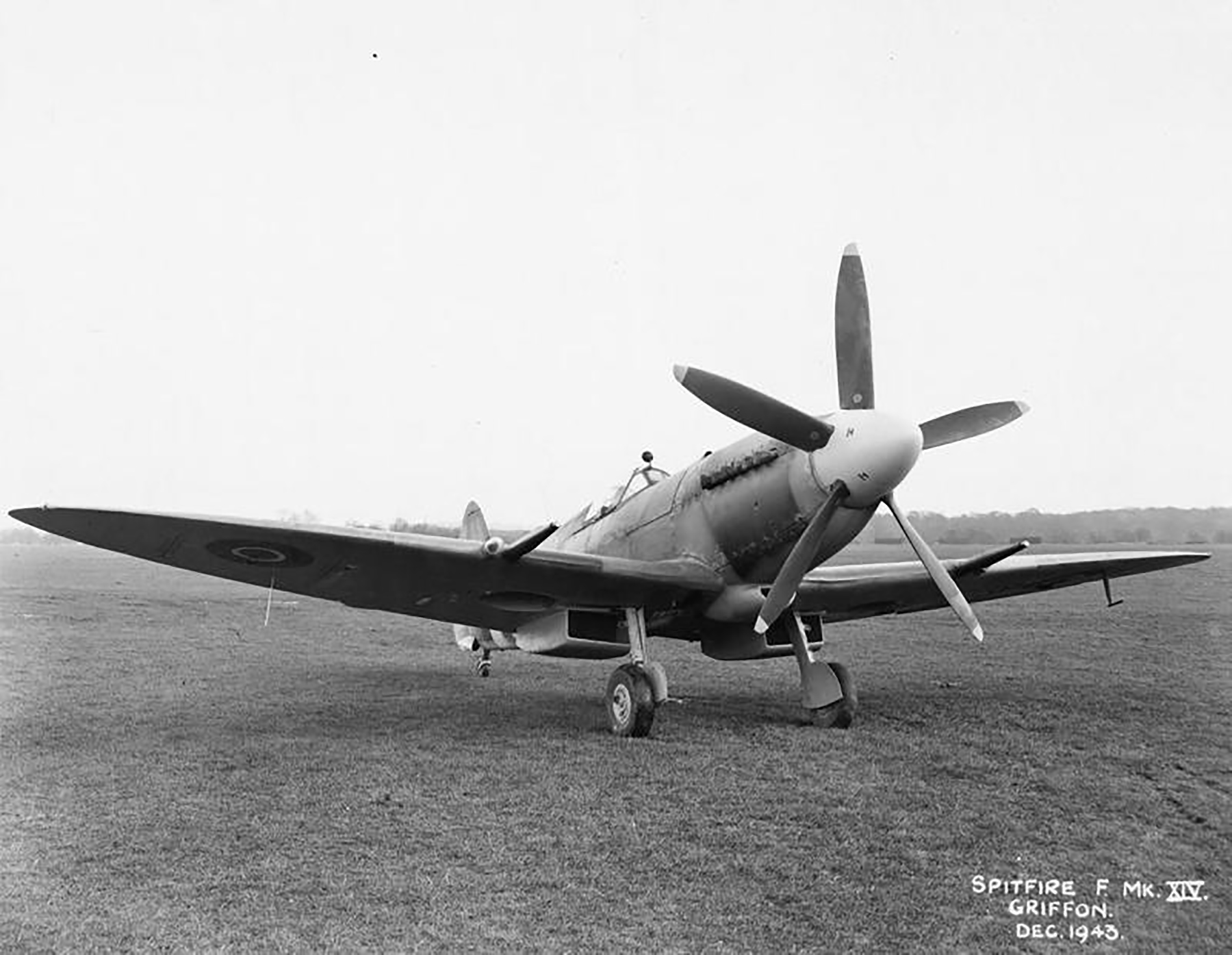 Spitfire F14 Proyotype trials England 01