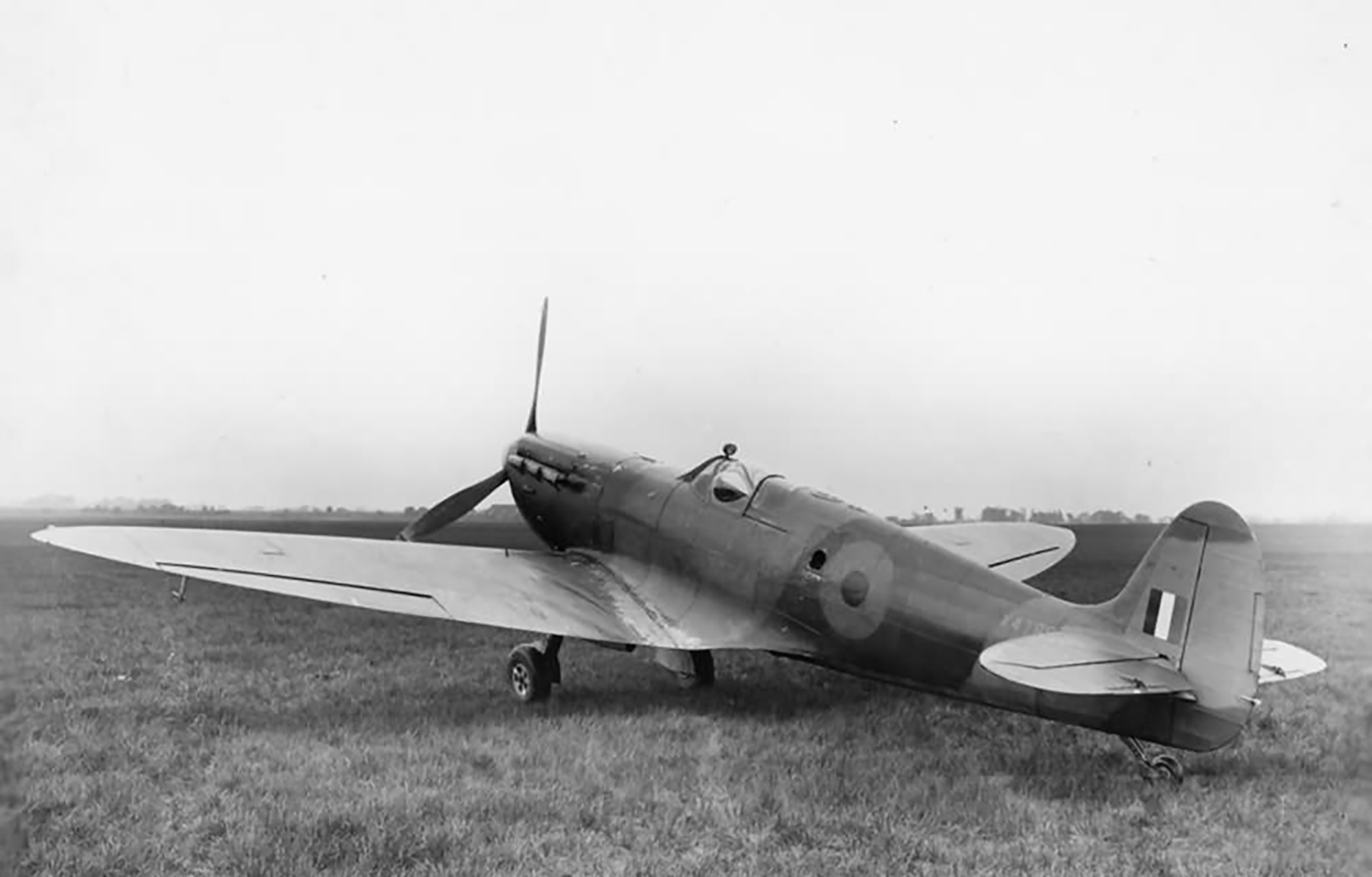 Spitfire PR7 Prototype X4786 side profile view England May 1943 web 01