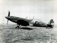 Asisbiz Spitfire 8 Proyotype JF318 England late 1943 01