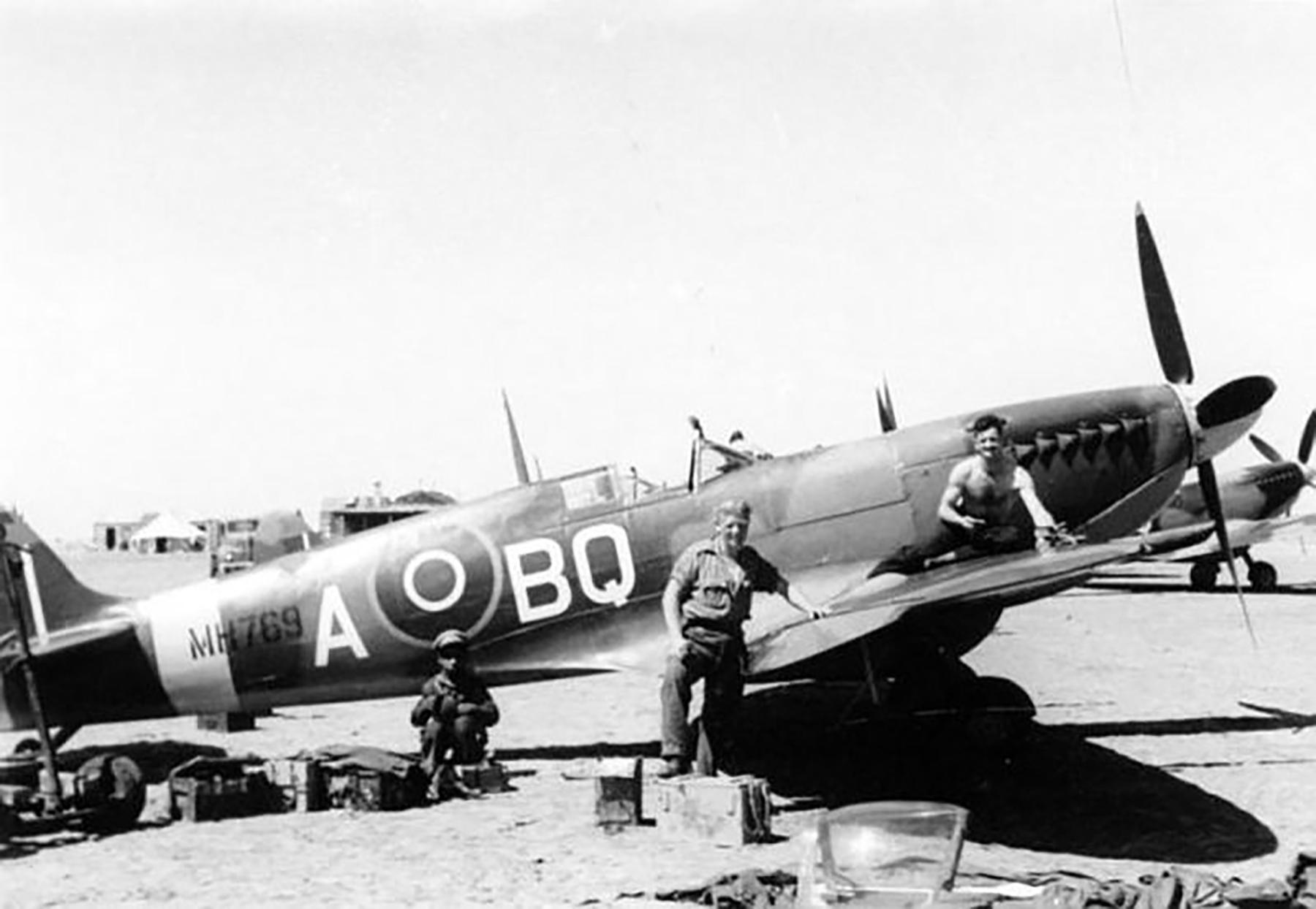 Spitfire IXc RAF 451Sqn BQA MH769 Corsica 1944 01