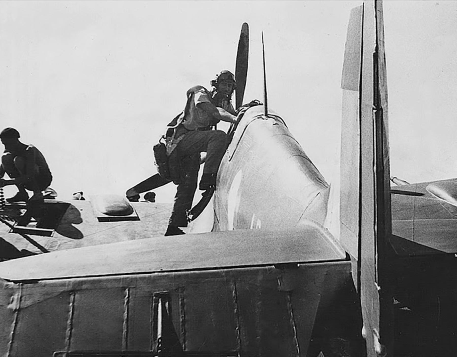 Aircrew RAAF 452 Squadron Bardie stepping into Spitfire 01