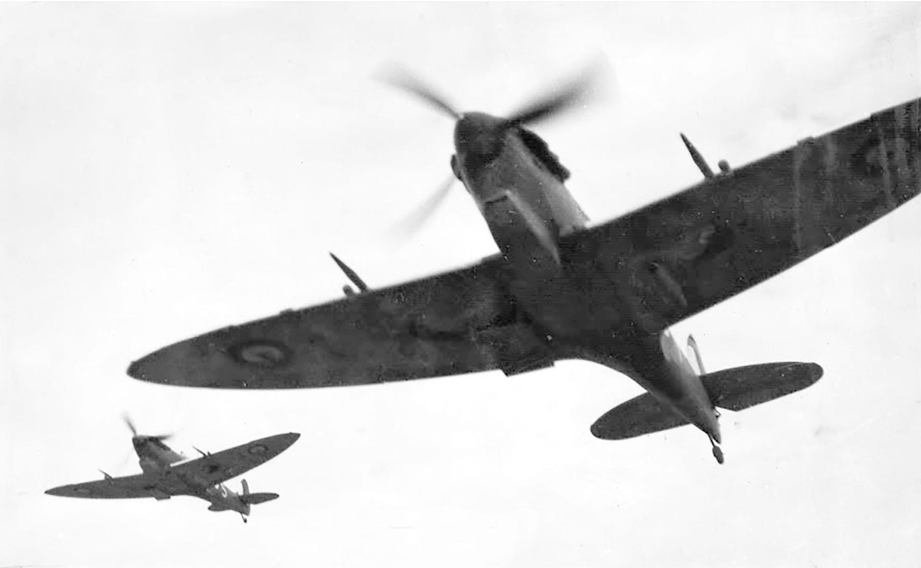 Spitfires RAAF 452Sqn Beaut Spits 01