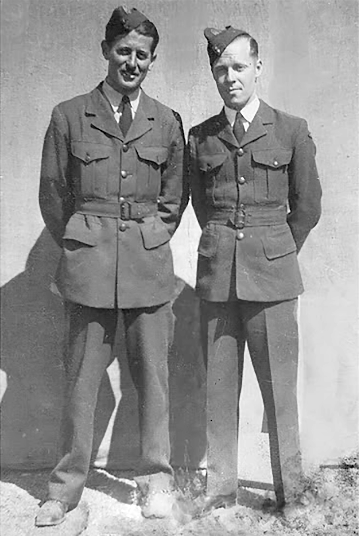 UK service Aircrew RAAF 452 Squadron Bardie and Perc Sloan 01