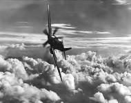 Asisbiz Spitfire RAAF 452Sqn Spitfire banking 01