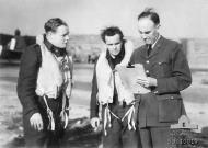Asisbiz UK service Aircrew RAAF 452Sqn SqLdr K W Truscott and Serg K B Chisholm 20th Sep 1941 01