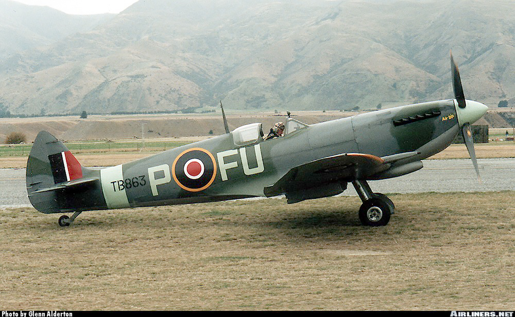 Airworthy Spitfire warbird LFXVI RAAF 453Sqn FUP TB863 08
