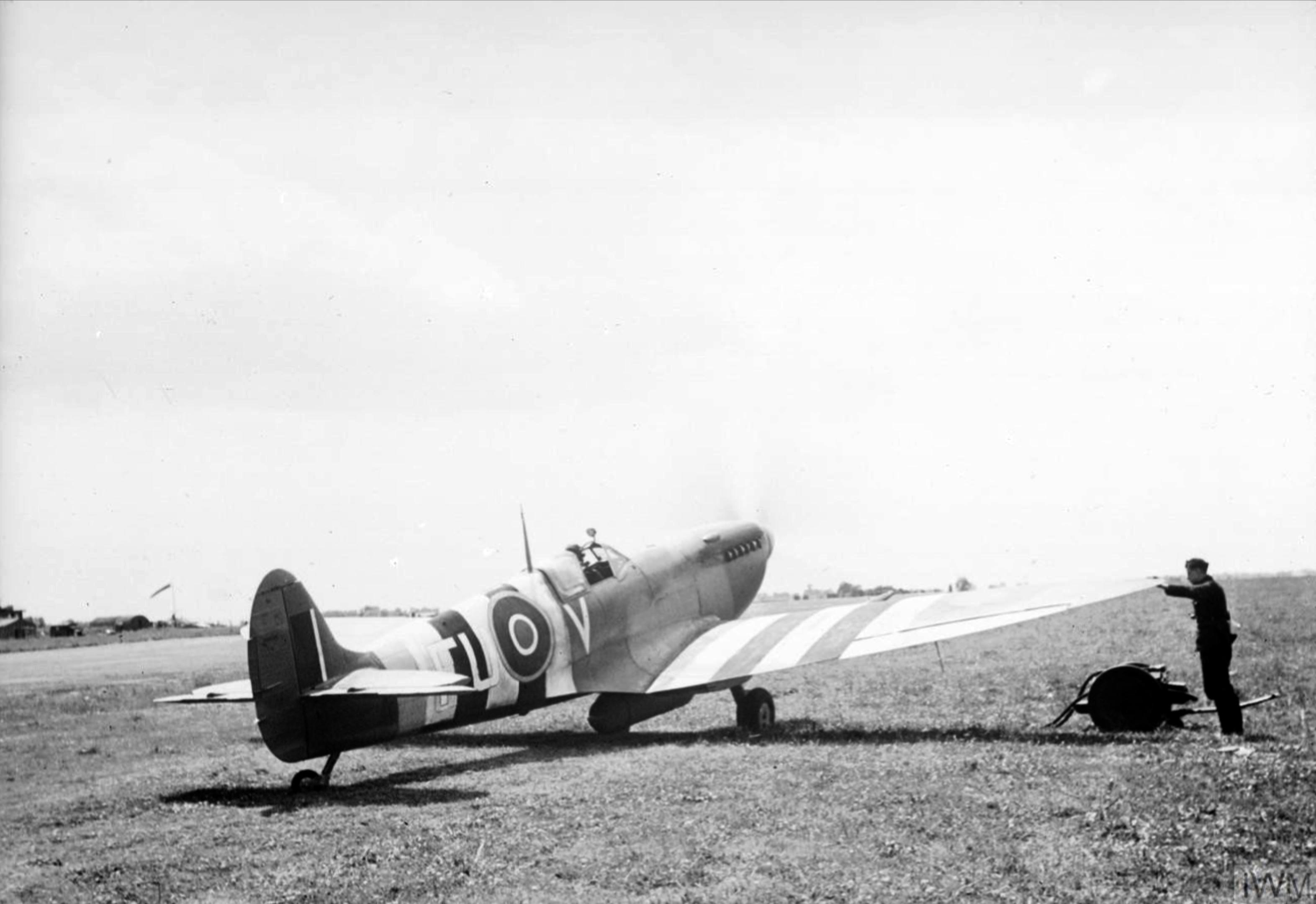 Spitfire MkIX RAAF 453Sqn FUV at Ford Sussex IWM HU92144