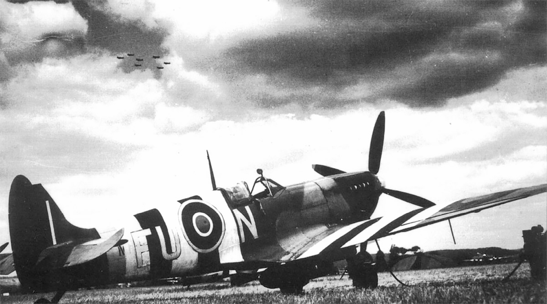 Spitfire MkIXc RAAF 453Sqn FUN J Boulton MH454 England 1944 01