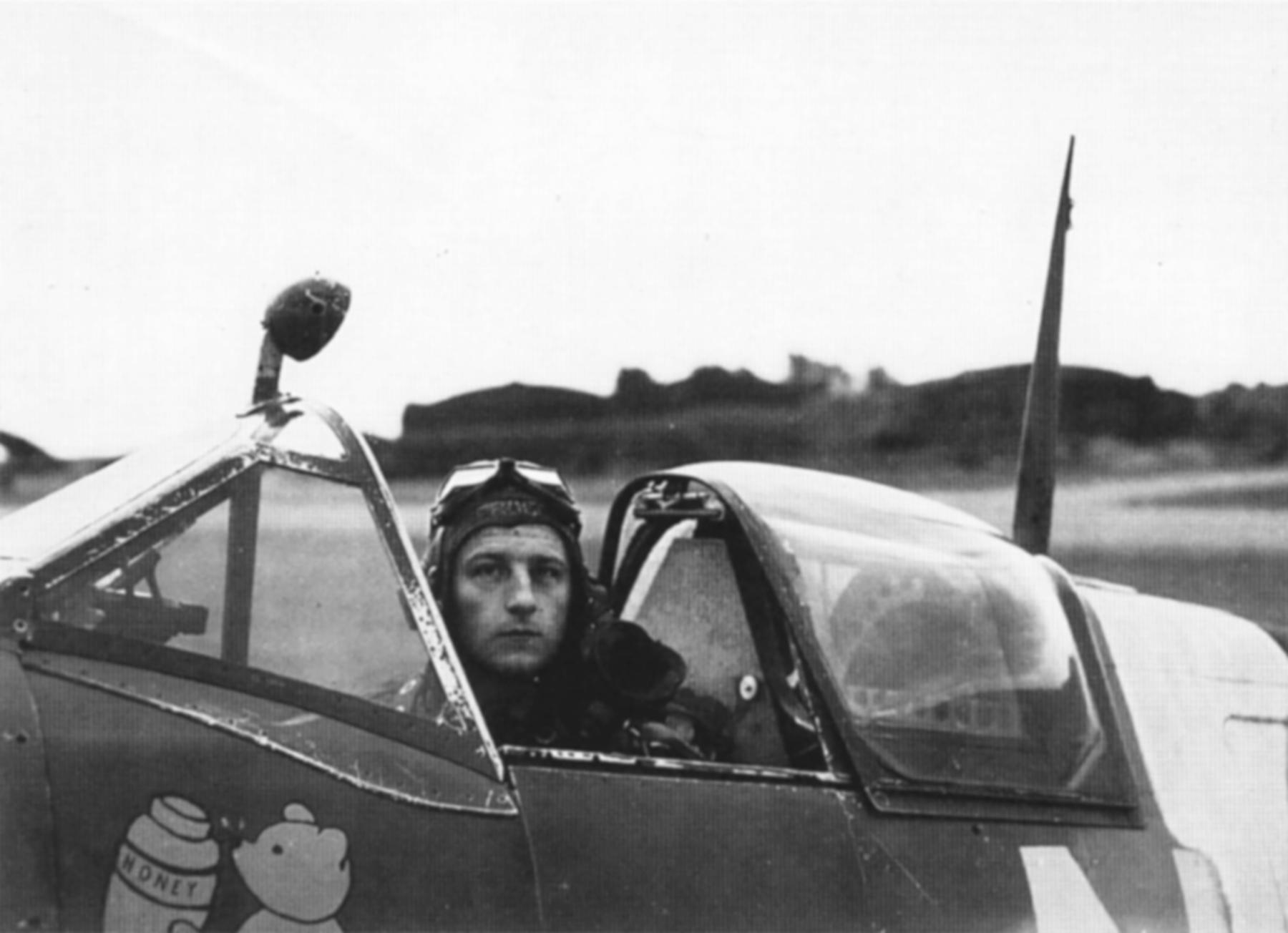 Spitfire MkIXc RAAF 453Sqn FUN Lyall MH454 England 1944 01