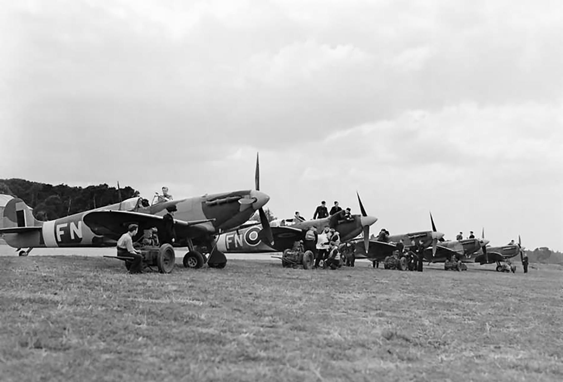 Spitfire MkVBs RAAF 453Sqn at Drem 14th Aug 1942 01