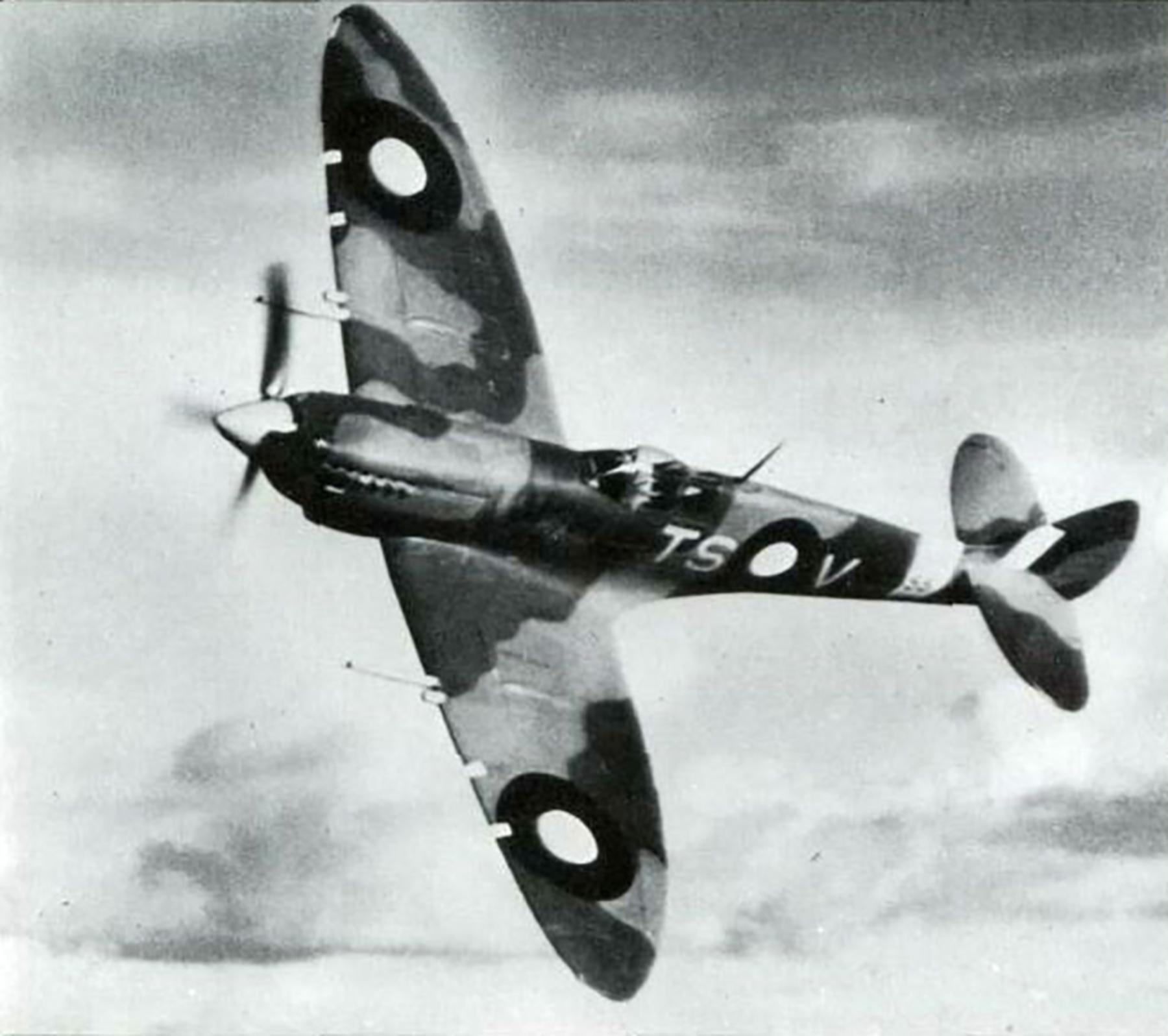 Spitfire LFVIII RAAF 548Sqn TSV JG422 A58 353 Queensland 1944 01