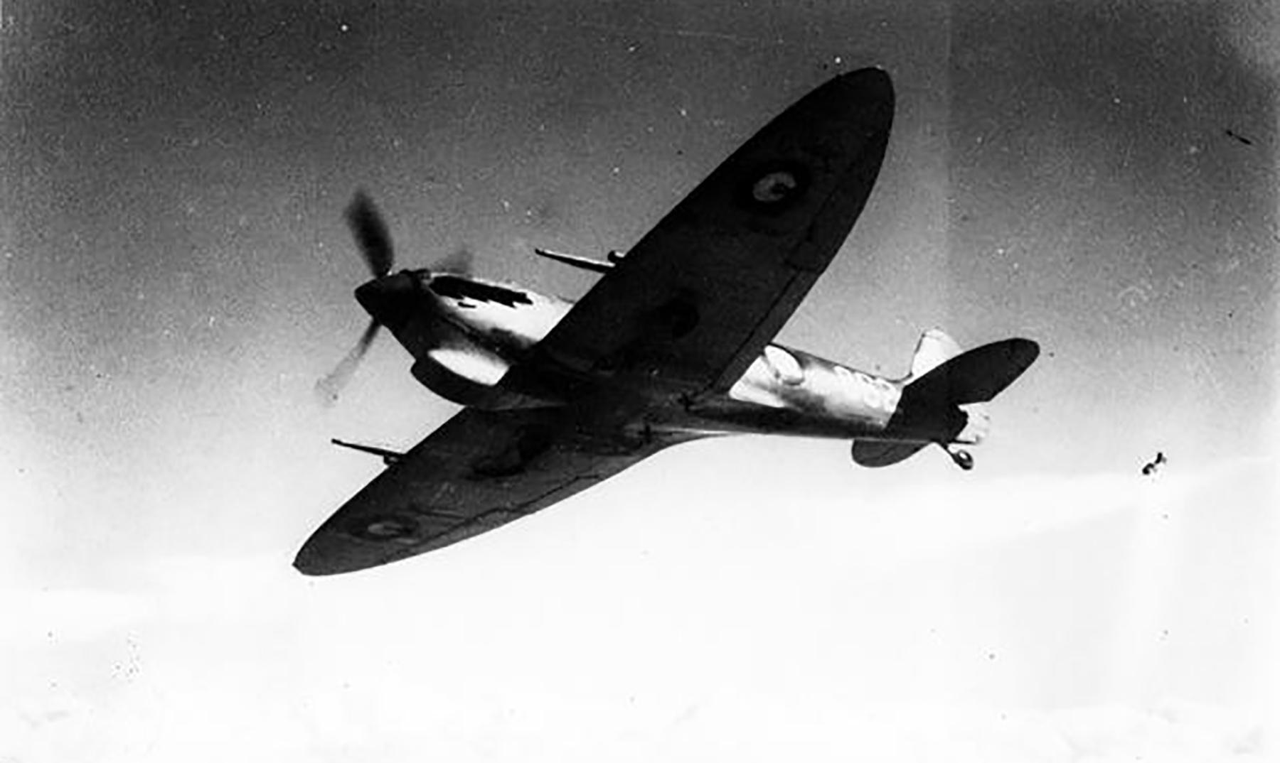 Spitfire MkVcTrop RAAF 2OTU 862 John Waddy LZ862 A58 217 Victoria 1943 02