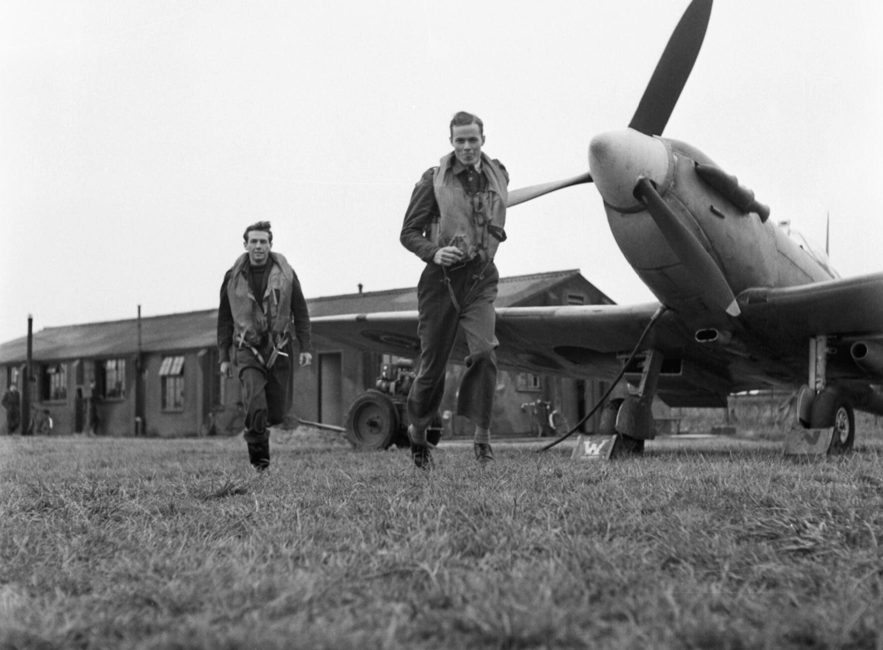 Aircrew RAF 121Sqn at RAF Rochford in Essex Aug 1942 IWM D9521