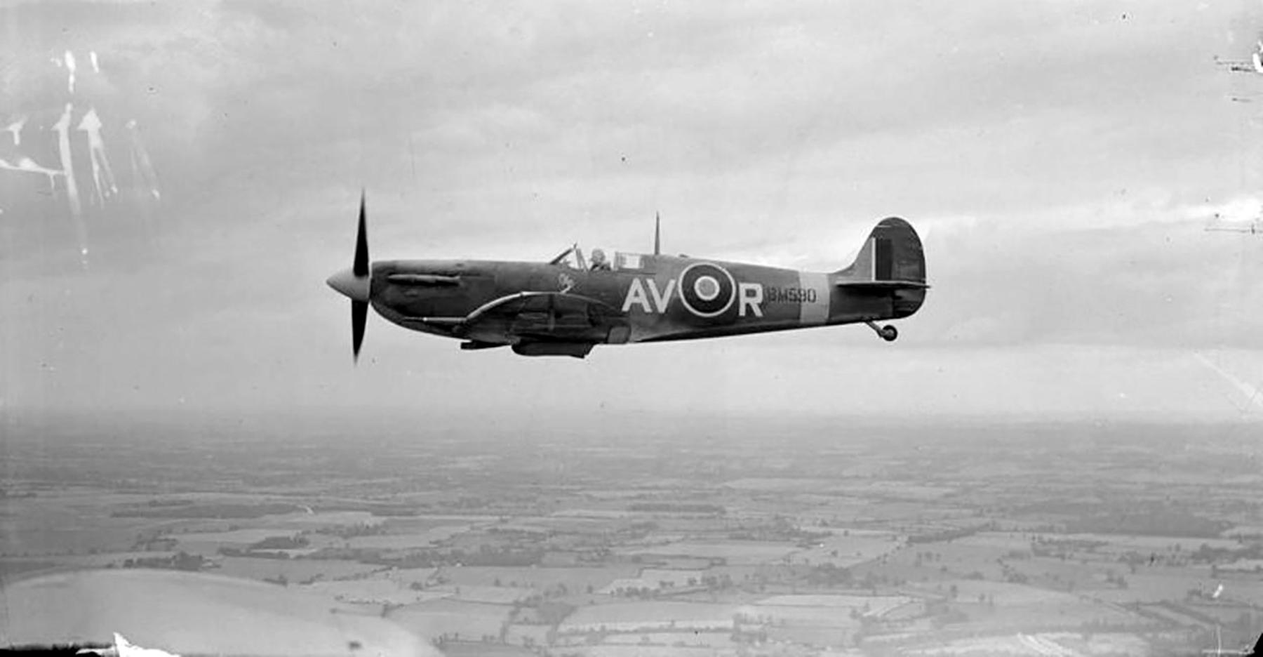 Spitfire MkVb RAF 121Sqn AVR Olga BM590 Debden Essex later USAAF 4FG Dec 1941 01