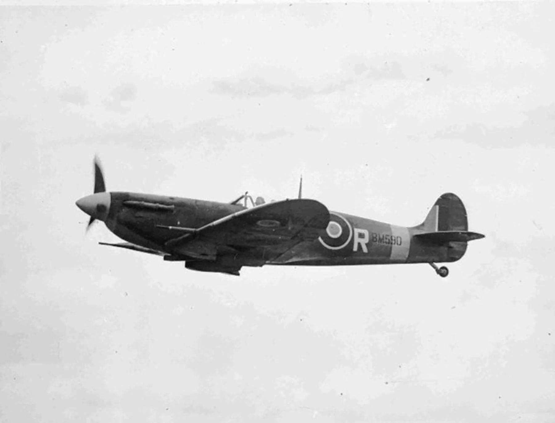 Spitfire MkVb RAF 121Sqn AVR Olga BM590 Debden Essex later USAAF 4FG Dec 1941 02