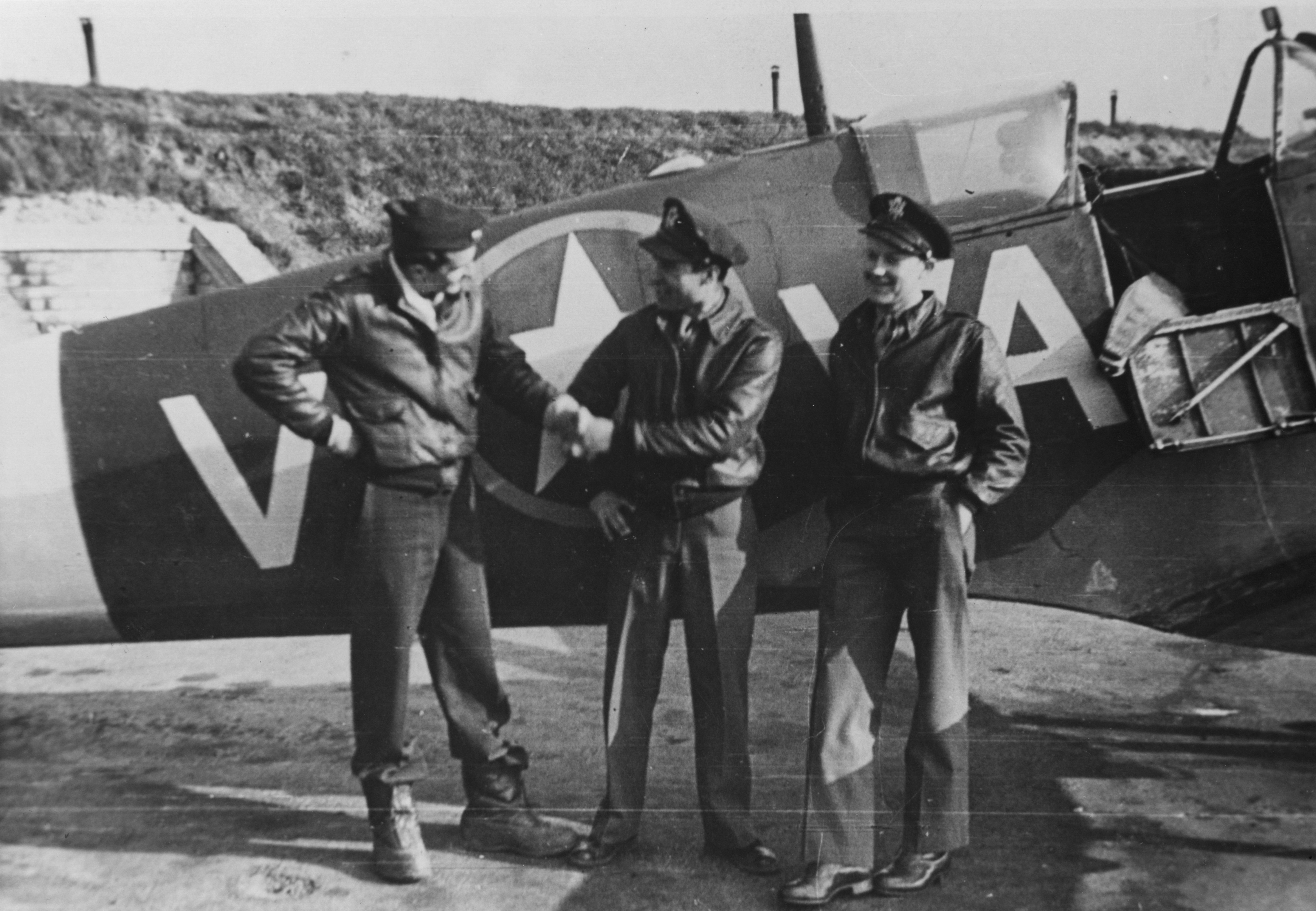 Spitfire MkVb RAF 121Sqn AVV later USAAF 4FG335FS North Weald Dec 1941 01