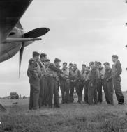 Asisbiz Aircrew RAF 121Sqn KM Osbourne with Sqn Ldr WB Williams IWM D9522