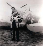 Asisbiz Spitfire MkVb RAF 121Sqn AVE AD511 POff Roy W Evans later USAAF 4FG North Weald Dec 1941 01