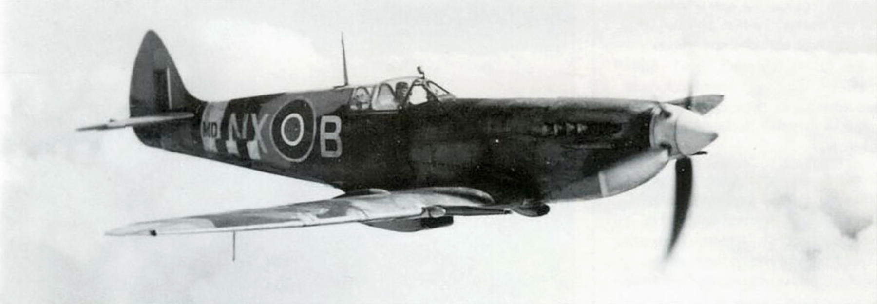 Spitfire MkVII RAF 131Sqn NXB MD110 England 1944 02