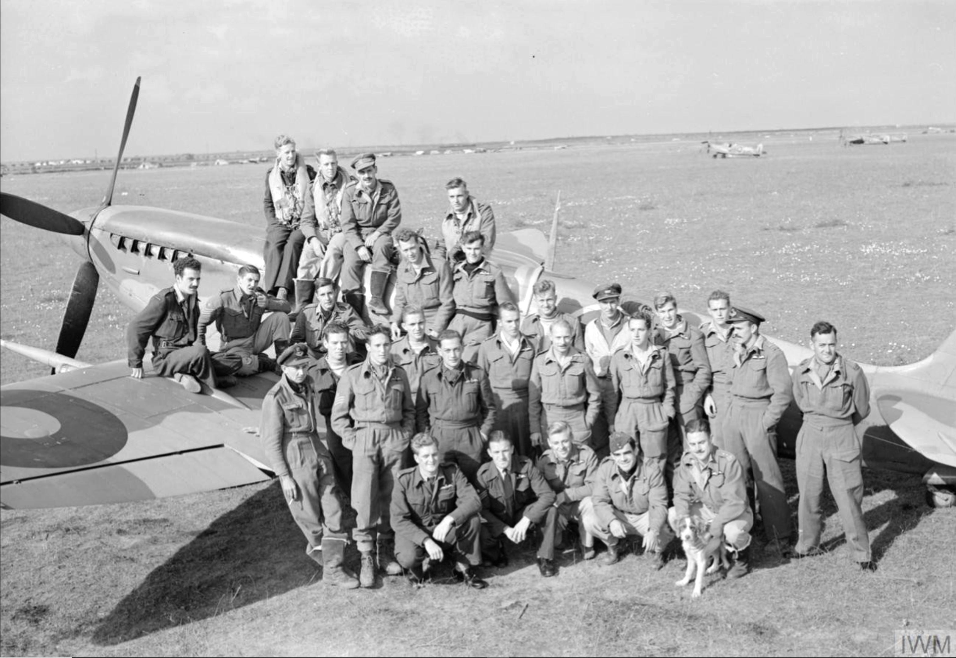 Aircrew RAF 145qn Sqn Ldr LC Wade at Triolo landing ground Italy 1943 IWM CNA1978