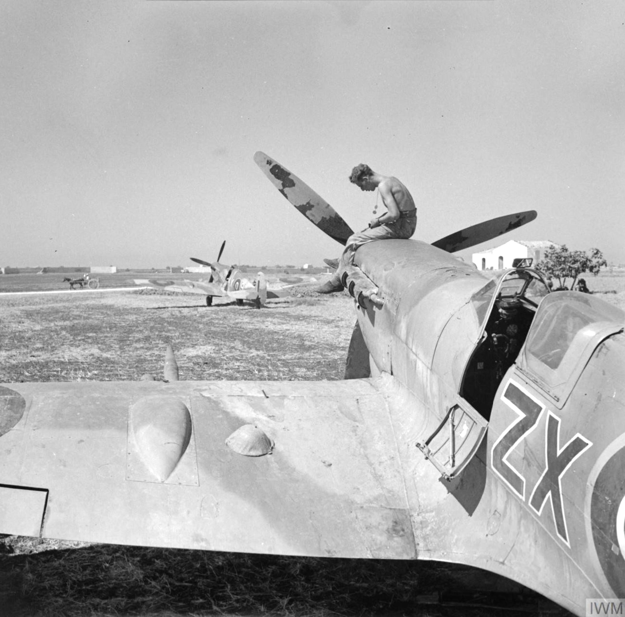 Spitfire MkIX RAF 145Sqn at Pachino Sicily IWM NA4296
