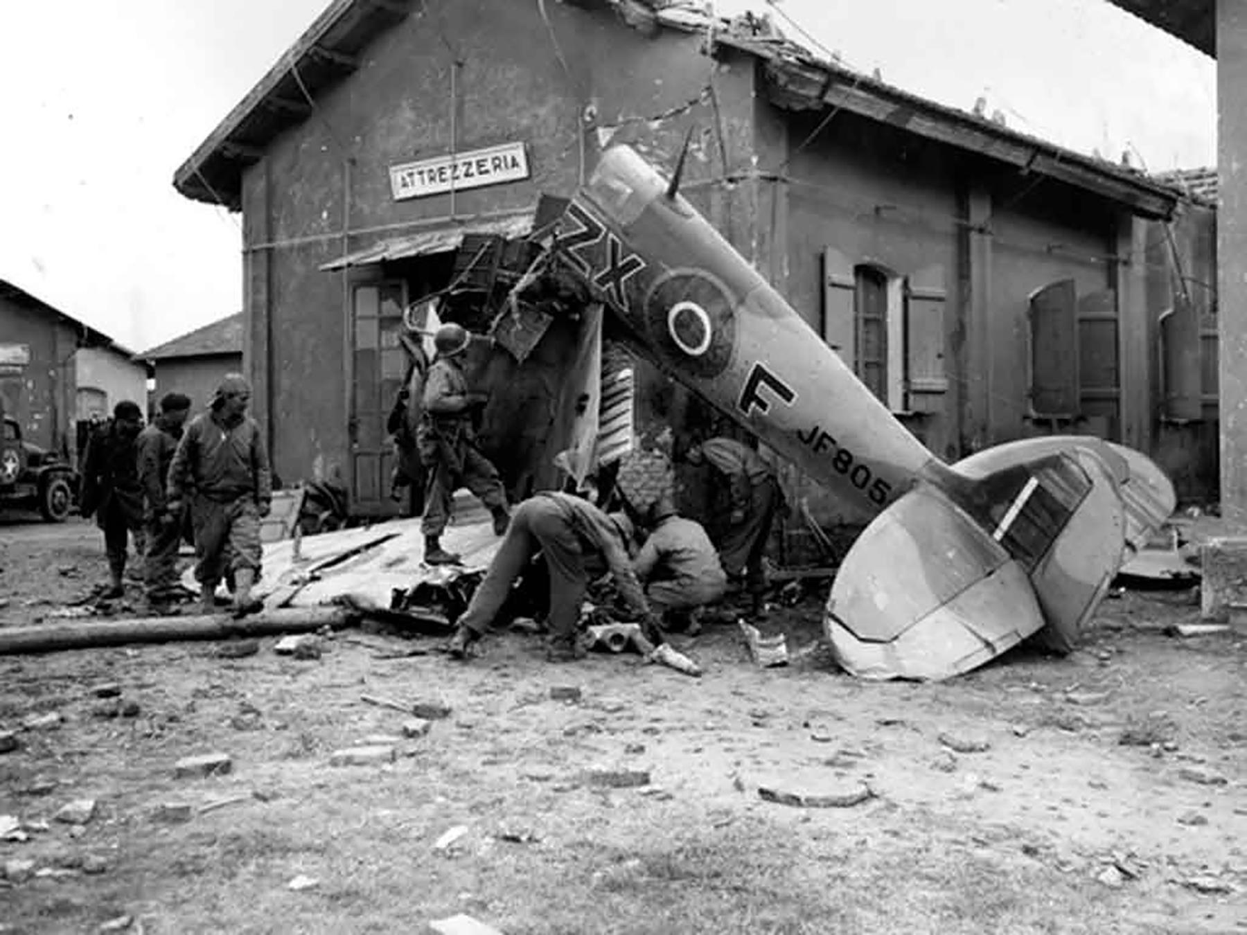 Spitfire MkVcTrop RAF 145Sqn ZXF JF805 crashed nearr Anzio Italy 30 Jan 1944 01