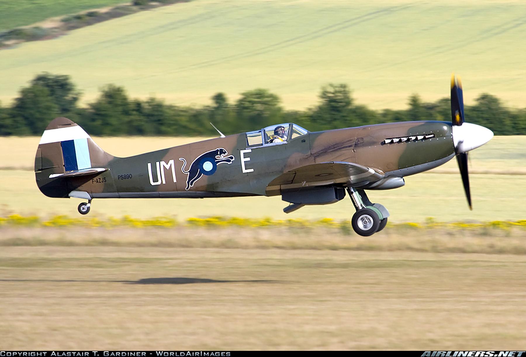 Airworthy Spitfire warbird PR19 PS890 as RAF 152Sqn UME 04