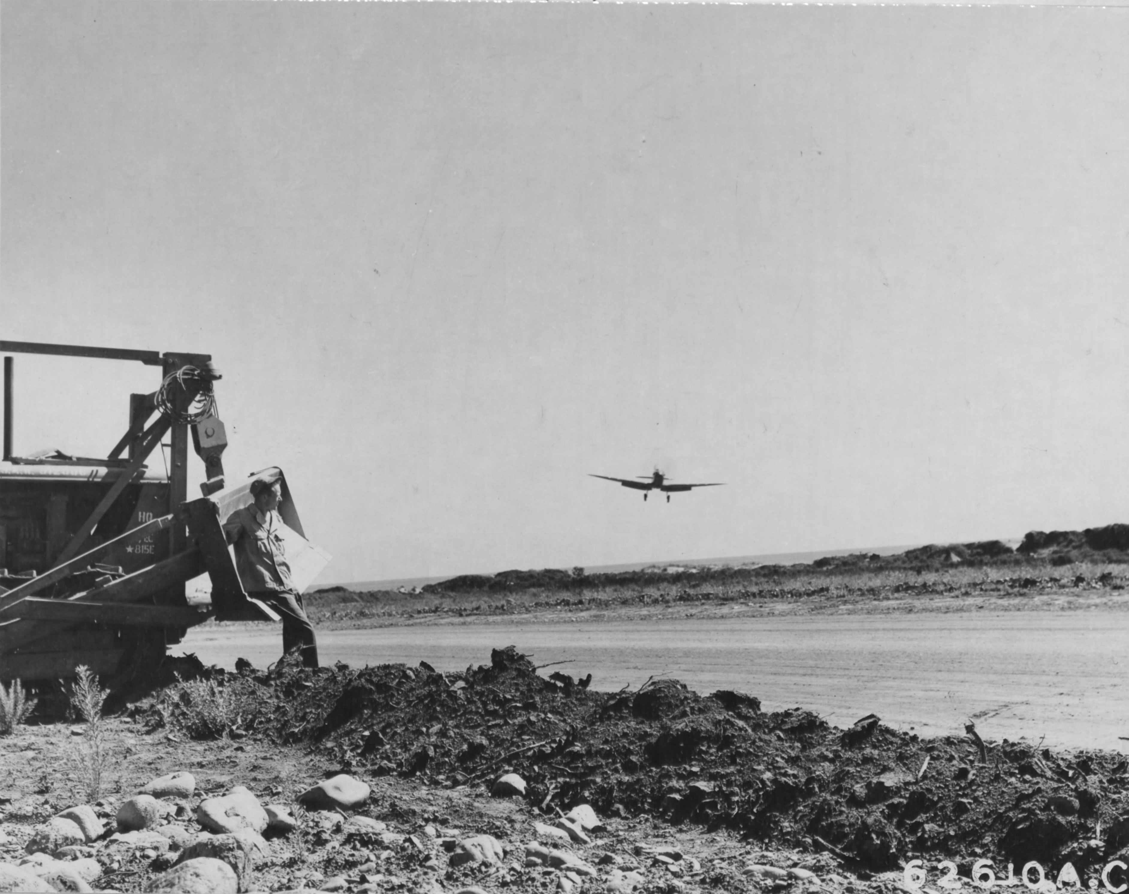 Spitfire LFIXc RAF 154Sqn HTV landing in Corsica with 815th Engineer Aviation Battalion 01