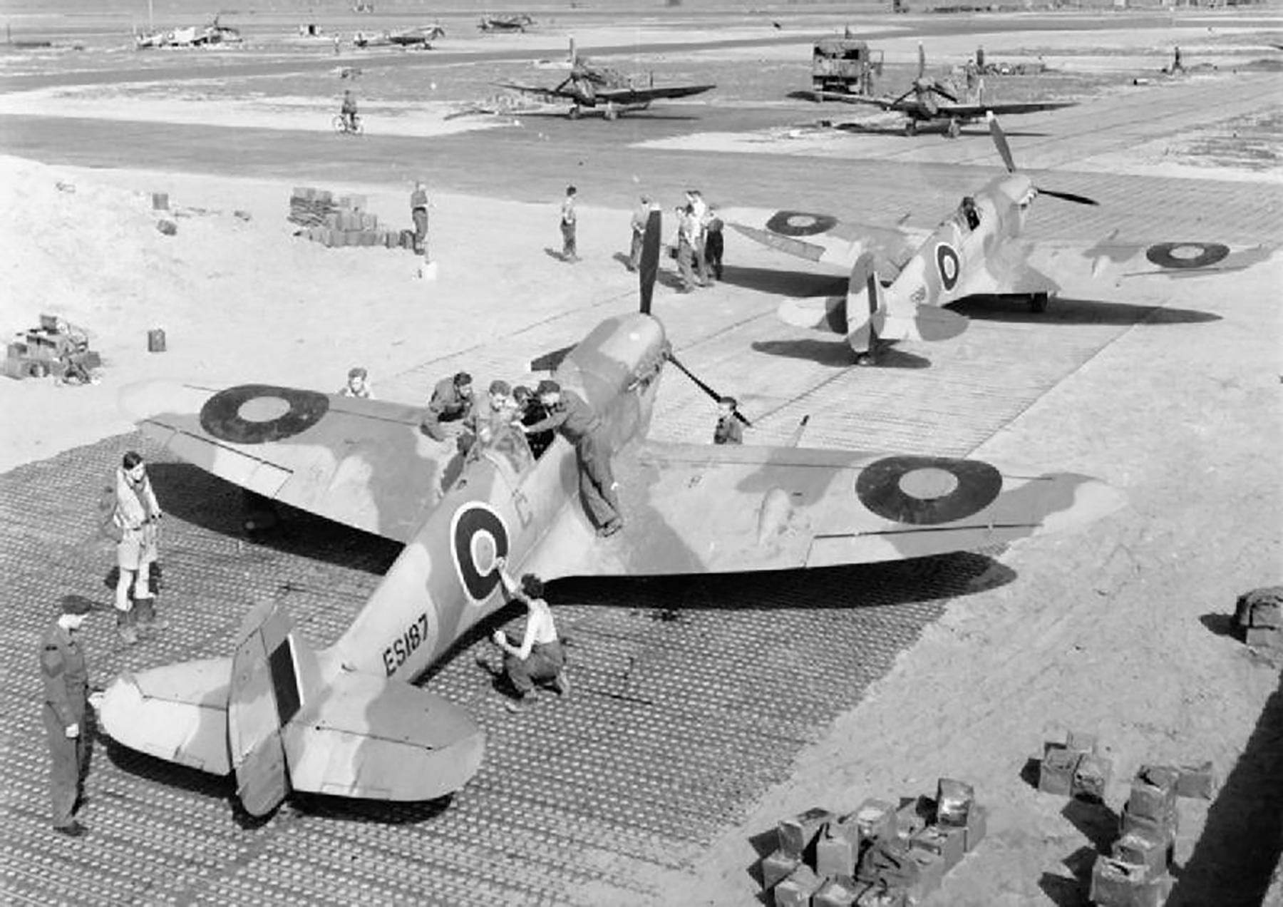 Spitfire MkVb RAF 154Sqn Red C ES187 North Africa 1942 01