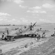 Asisbiz Spitfire MkVbTrop RAF 154Sqn HTE ER676 at Souk el Khemis Tunisia IWM CNA602