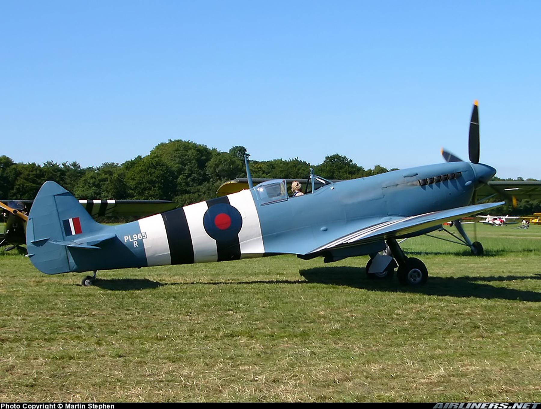 Airworthy Spitfire warbird PRXI RAF 16Sqn R PL965 01