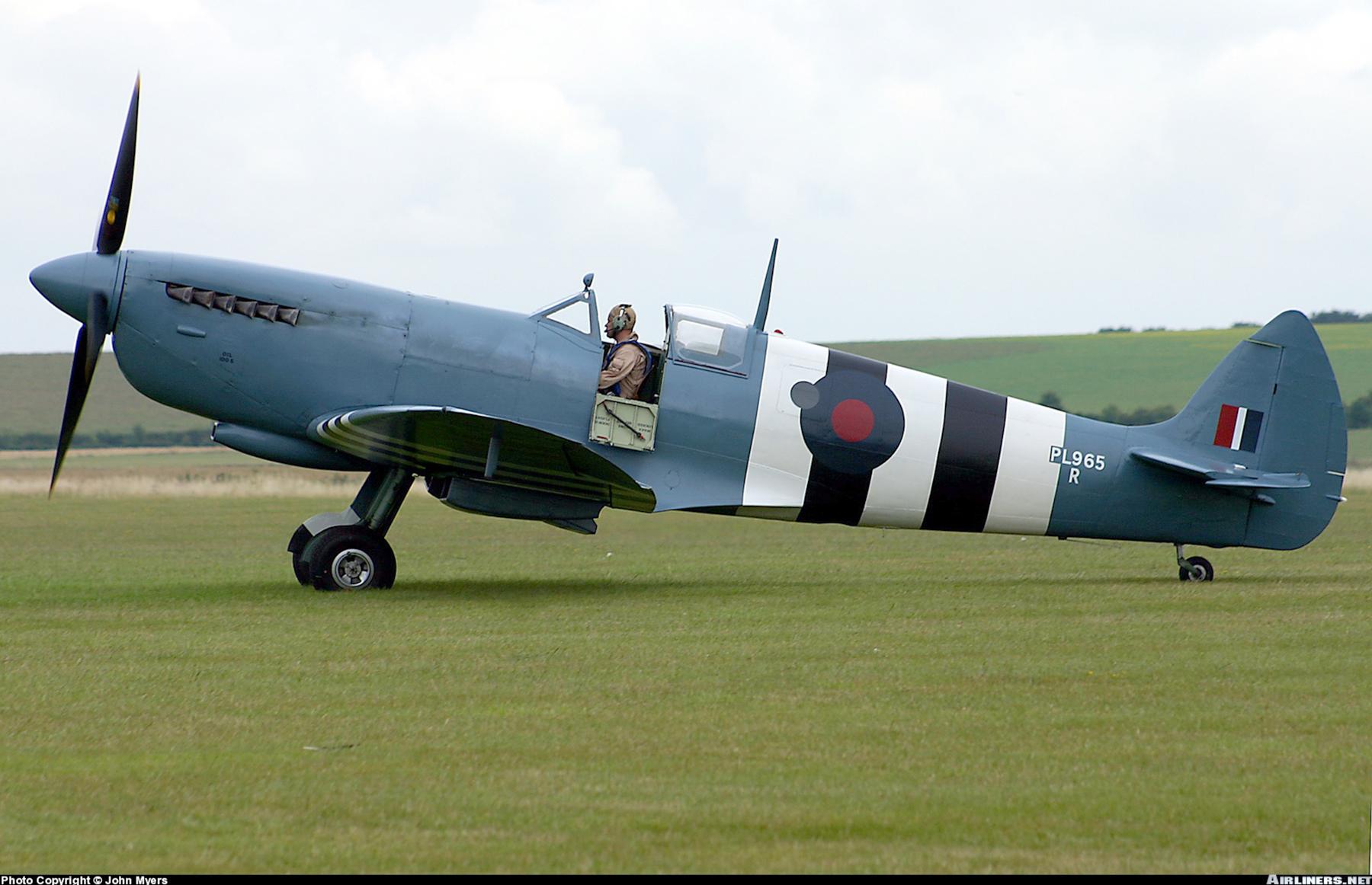 Airworthy Spitfire warbird PRXI RAF 16Sqn R PL965 06