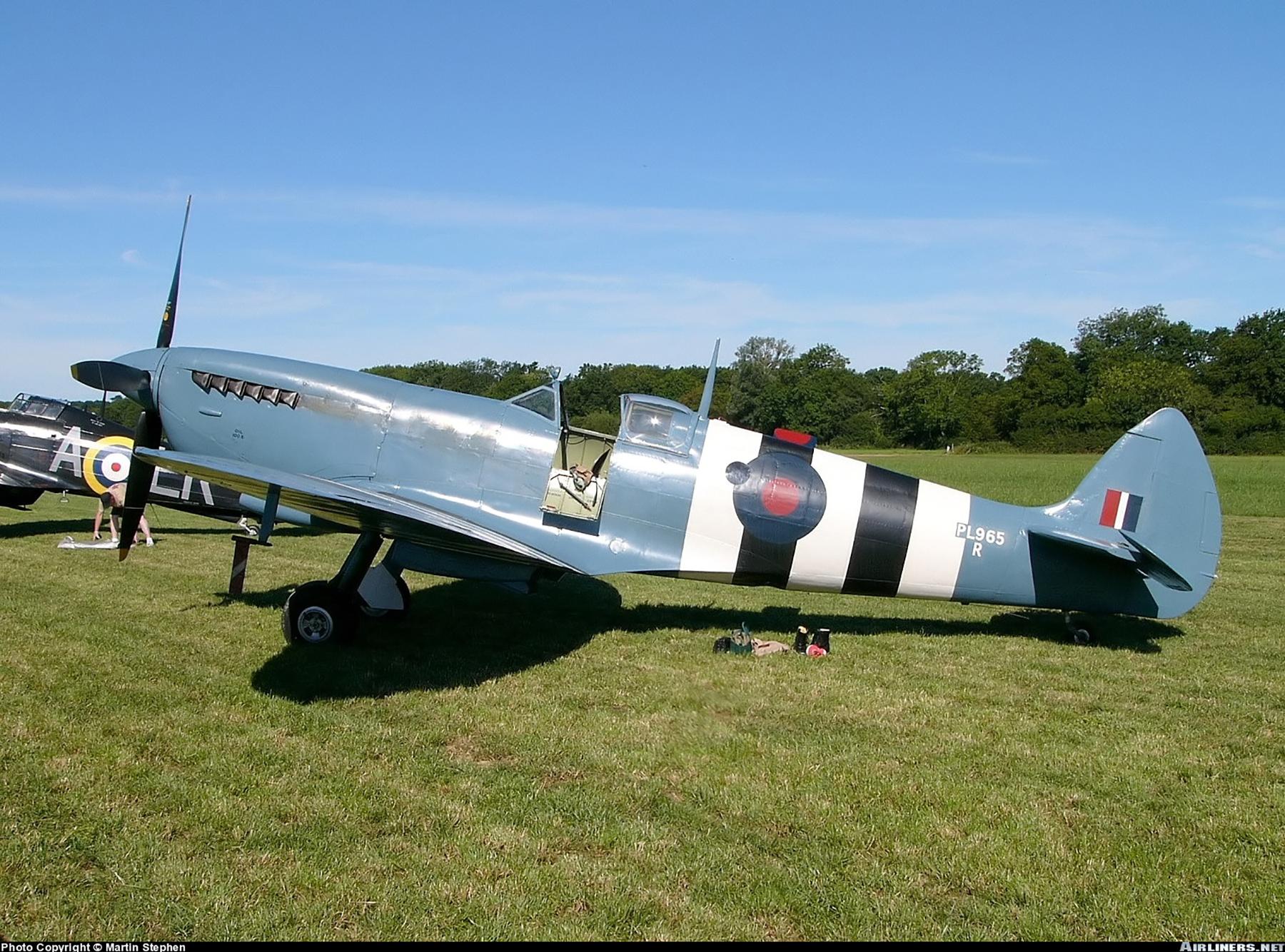 Airworthy Spitfire warbird PRXI RAF 16Sqn R PL965 07