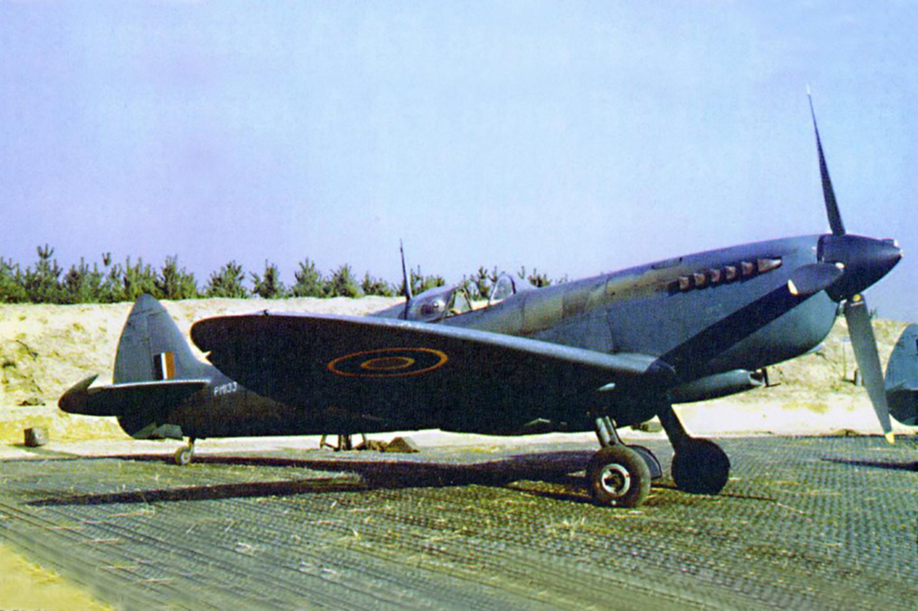 Spitfire PRXI RAF 400Sqn PM133 RAF Benson 01