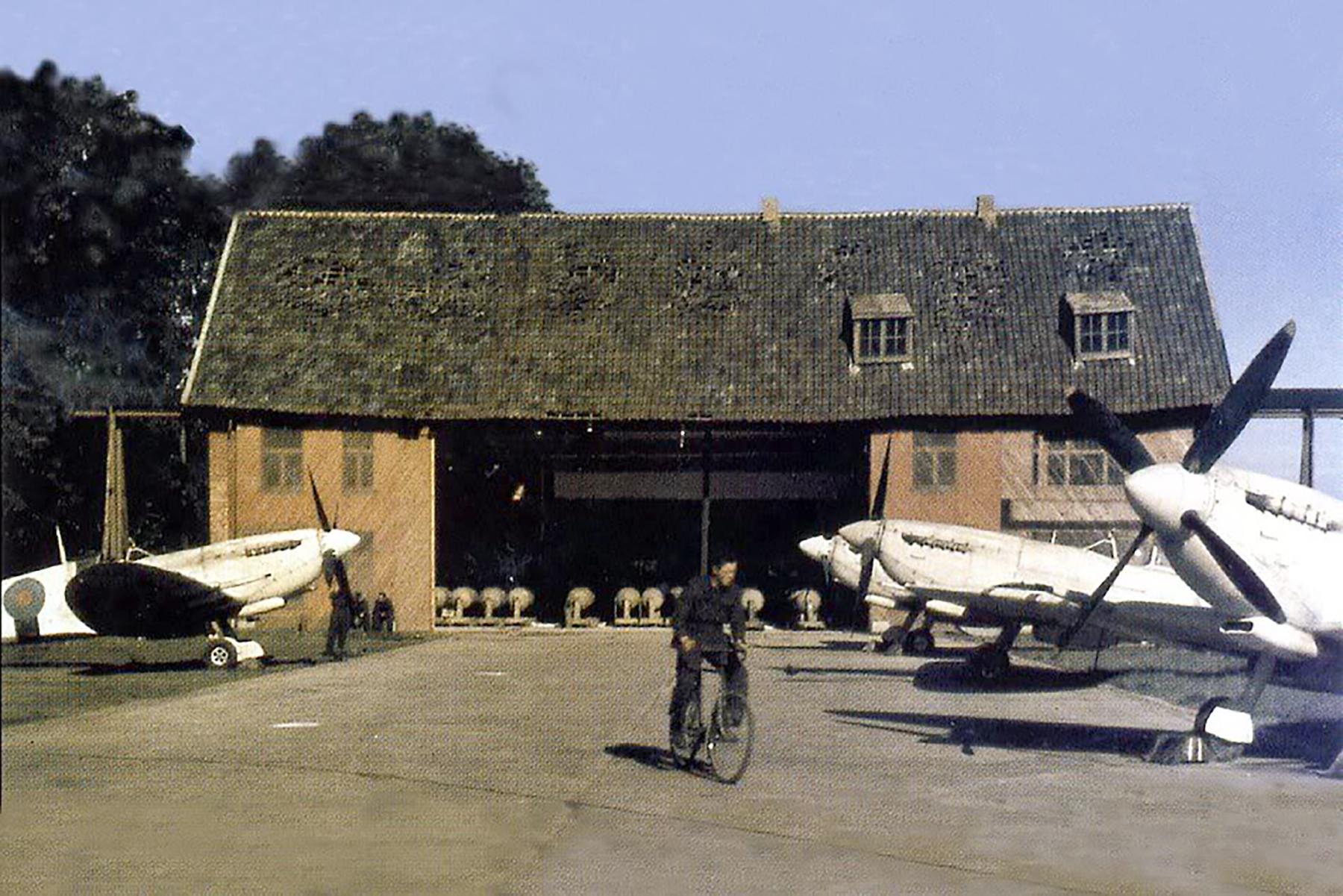 Spitfire PRXI RAF recon 1944 01