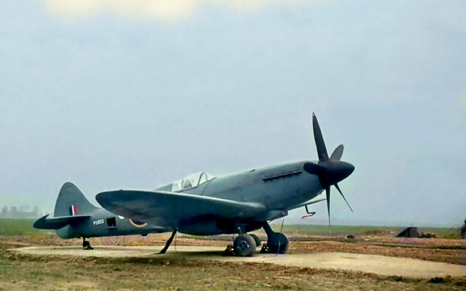 Spitfire PRXIX RAF Benson V PS831 Dec 1944 01