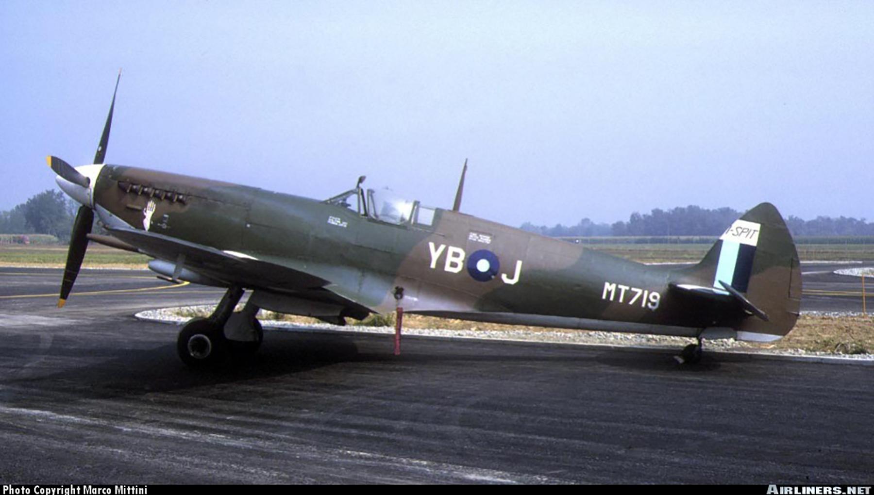 Airworthy Spitfire warbird RAF 17Sqn YBA MT719 01