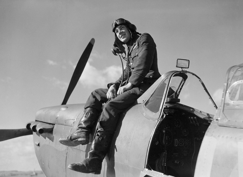 Aircrew RAF 19Sqn pilot Leonard Ace Haines at Fowlmere Sep 1940 IWM CH1373